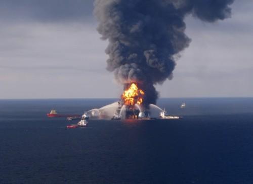 472972_incendie-sur-une-plate-forme-petroliere-au-large-de-la-louisiane-le-21-avril-2010.jpg